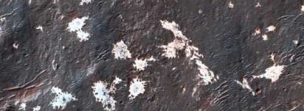 Mysterious Light-Toned Blotches on Mars